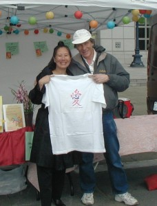 Teresa LeYung Ryan & Lyle Ryan show Love Made of Heart Tshirt at AHSC 2010